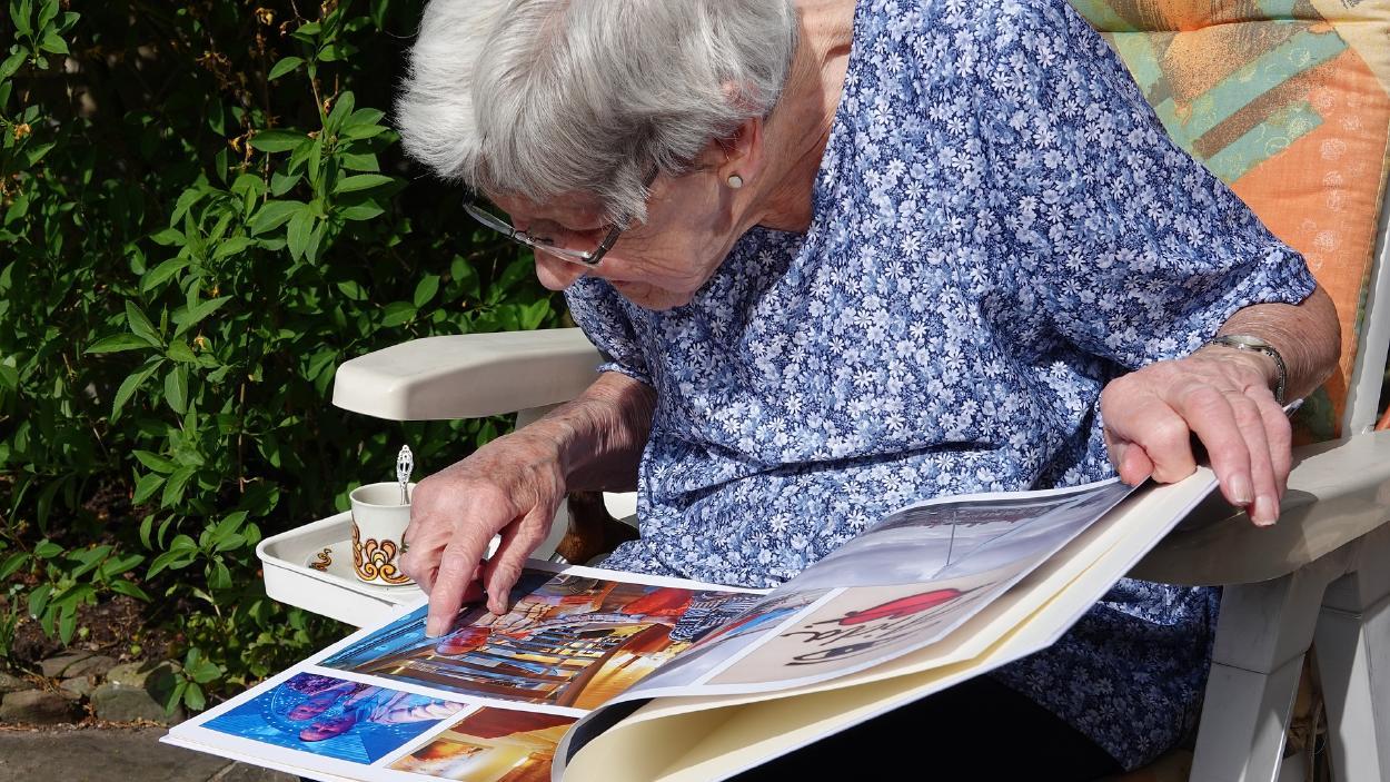 Las fotos en papel, recuerdos mágicos que ni la digitalización puede robarnos