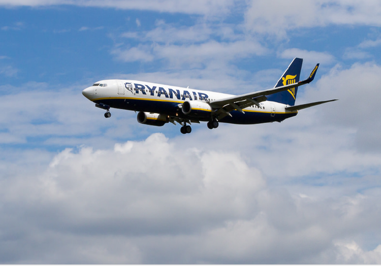 Italia denuncia a Ryanair por supuestas prácticas abusivas con menores y discapacitados