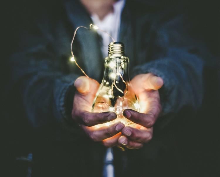 Energia - Photo by Riccardo Annandale on Unsplash