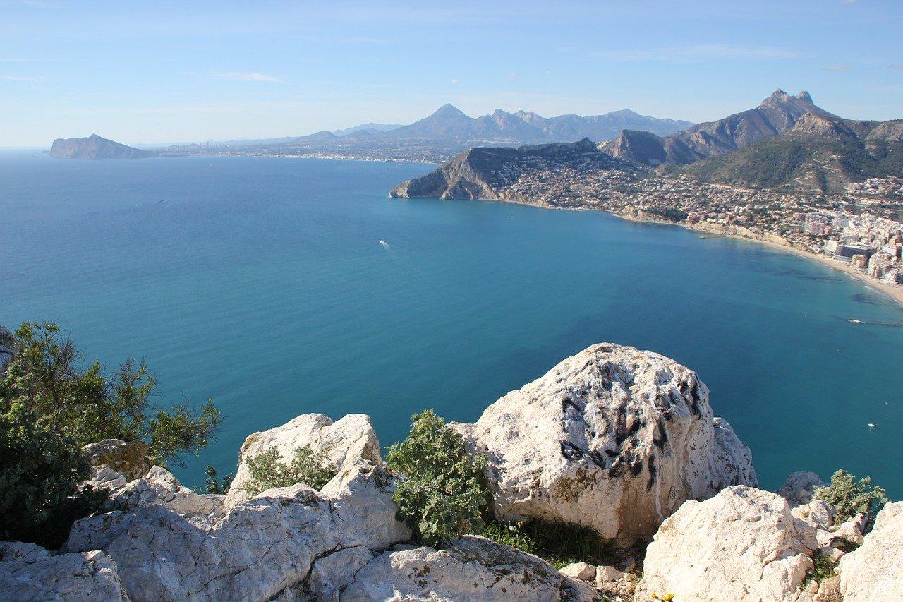 Así se prepara Alicante para reabrir sus playas...