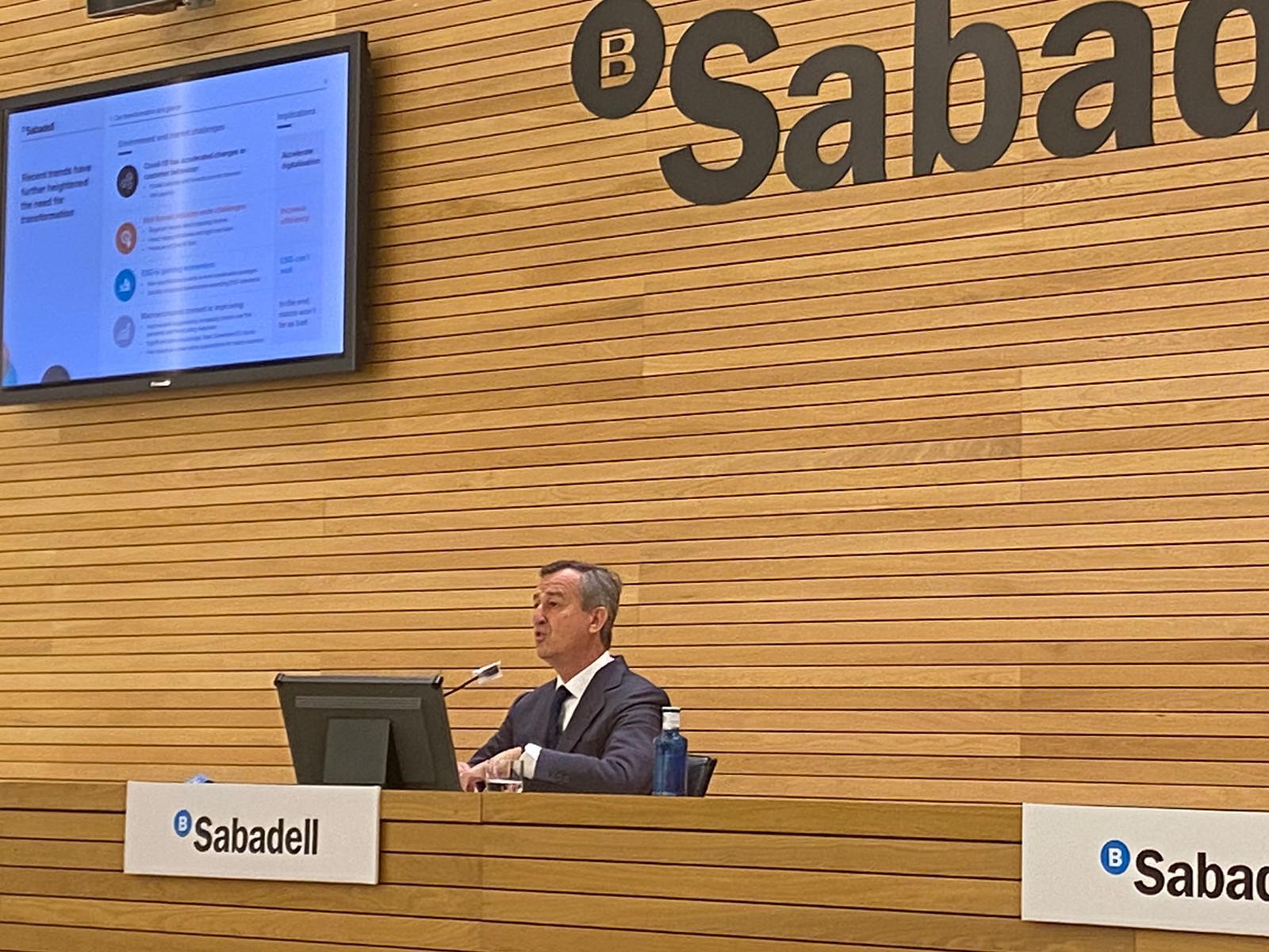 banco sabadell aspira a un beneficio de 800 millones en