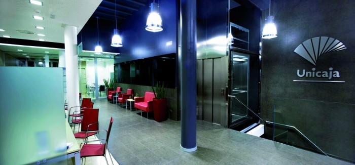 El papel de la banca crear empleo seg n ccoo capital radio for Unicaja oficinas