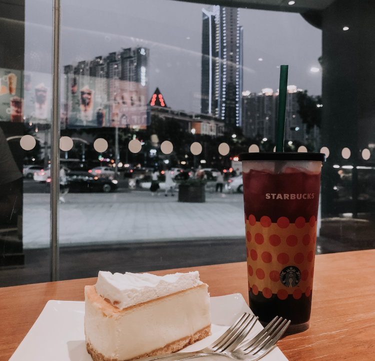 Starbucks en Guangzhou, China - Photo by Irina Pereyaslova on Unsplash