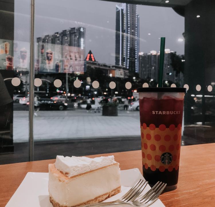 Starbucks en Guangzhou, China - Photo by Irina Pereyaslova on Unsplash